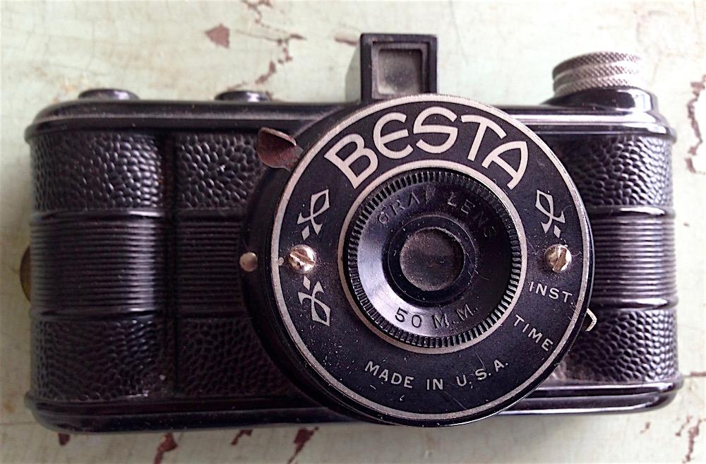Besta Miniature Bakelite Camera by Monarch MFG Co., 1940s