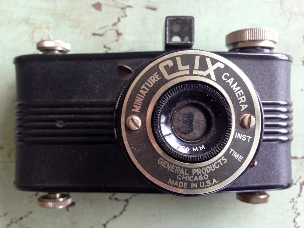 Clix Miniature Bakelite Camera by General Products Co., c. 1940s