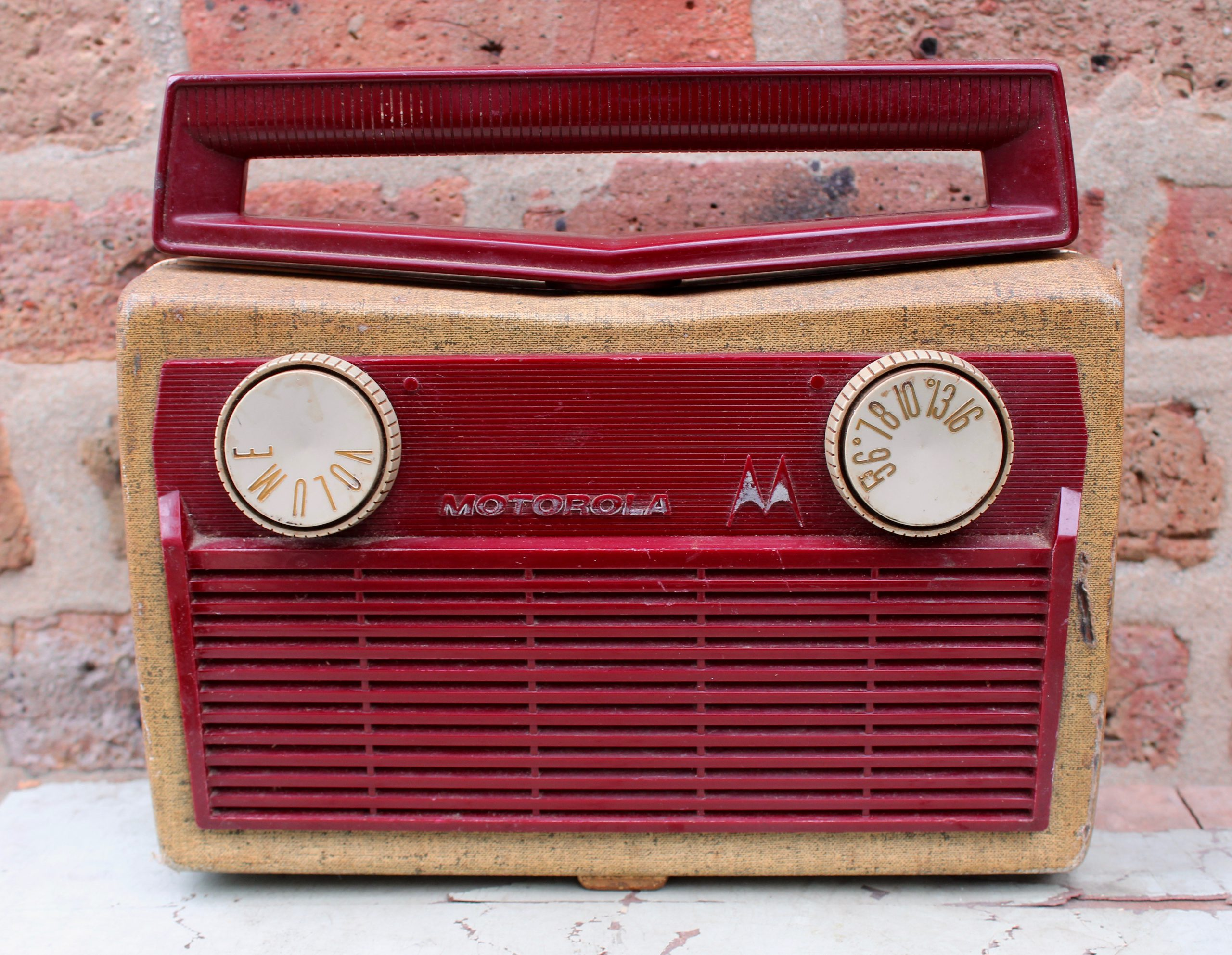Portable Tube Radio Model 5P31A by Motorola Inc., 1957