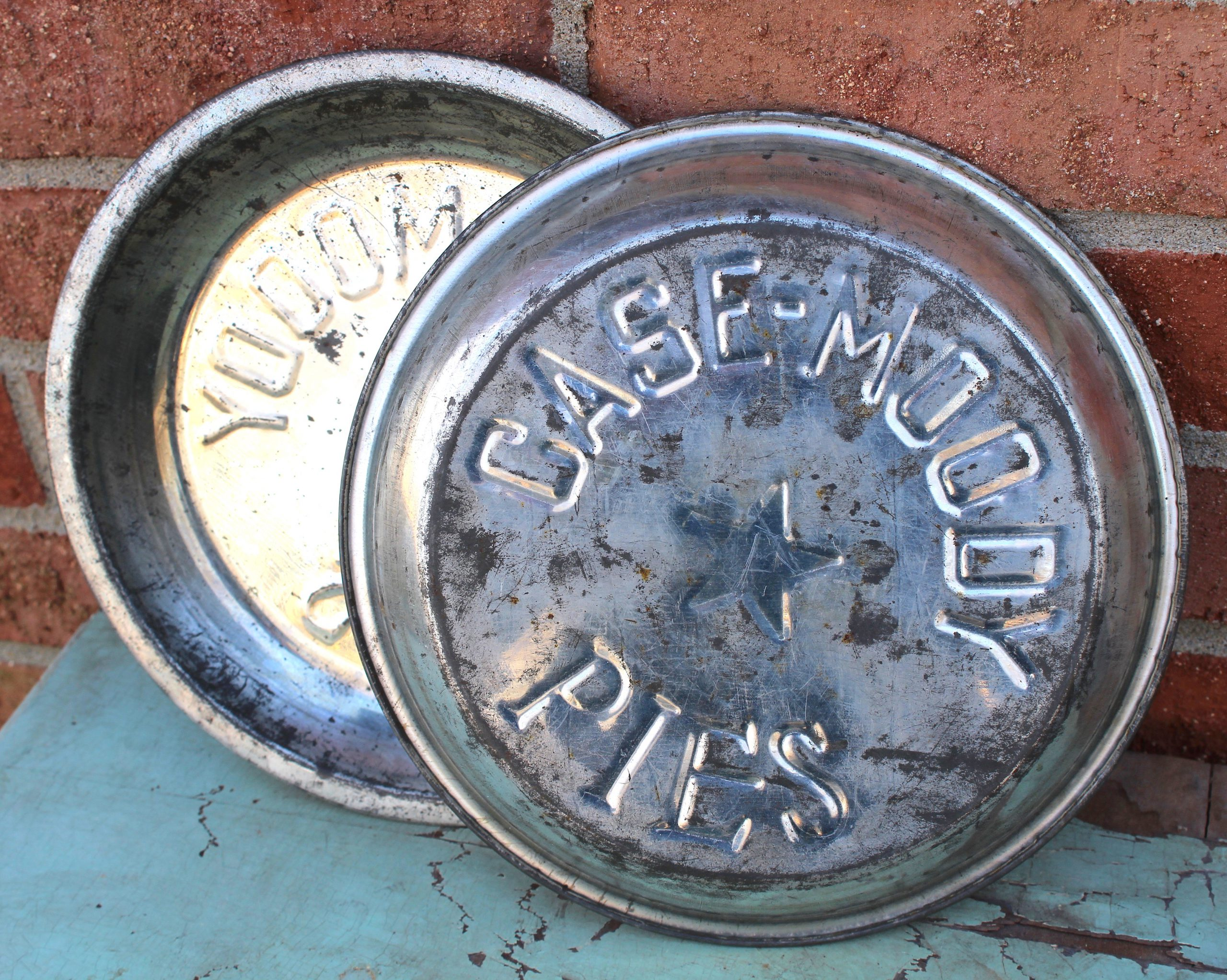 Case-Moody Pies Tins